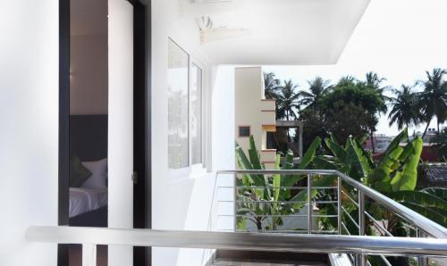 Mahogany-balcony